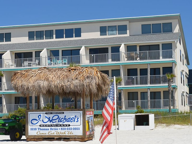 Beautiful Condo in Panama City Beach, FL - Sleeps 4, 1st Floor FREE WIFI, vacation rental in Panama City Beach