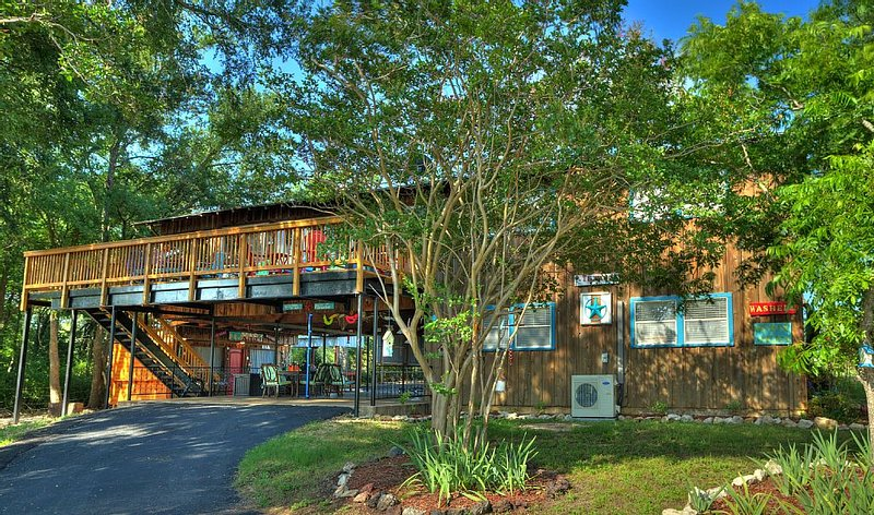 Large Lake Whitney Vacation Retreat w/Plenty of Activites on Property and Off!!!, location de vacances à Clifton