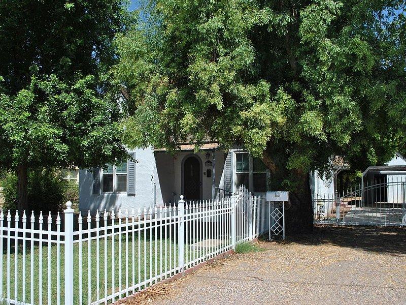 Charming, Restored, Historic Residence, alquiler de vacaciones en Mesa
