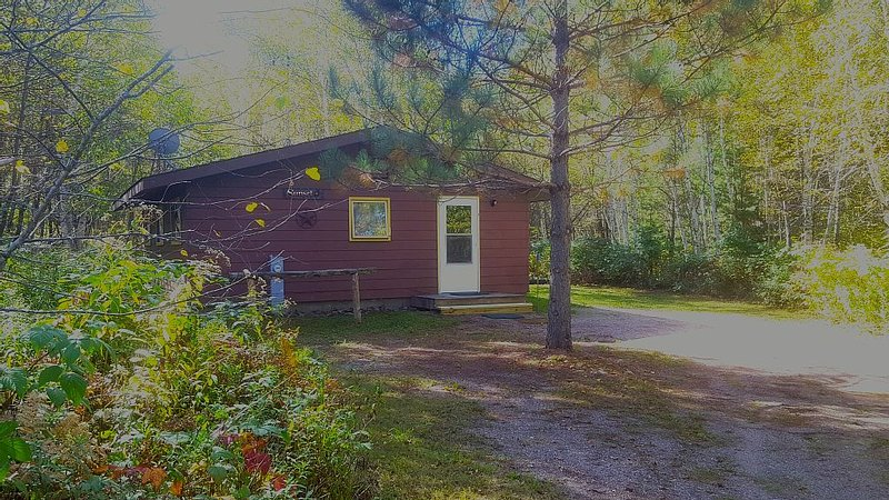 Up North Cabin Retreat - Rivers, Lakes, Trails, Adventure Await Your Arrival, alquiler vacacional en Wausaukee