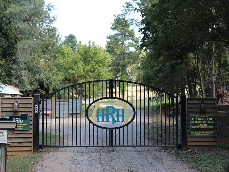 Cozy Cabin On 30 Acres... Great For Families, Near Natchitoches,, location de vacances à Natchitoches