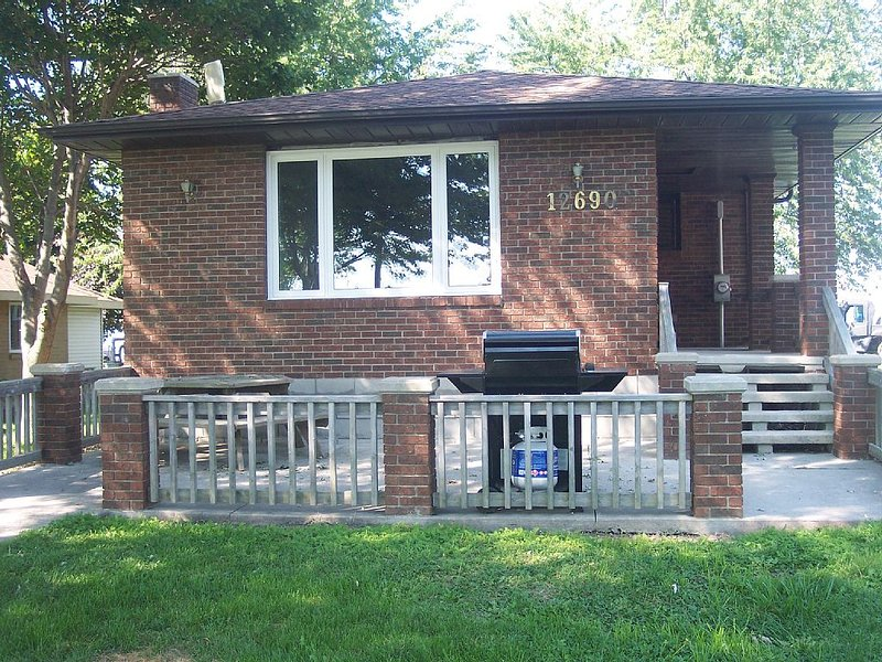 Lake St. Clair Cottage Rental - The Lake/Cottage, holiday rental in Leamington