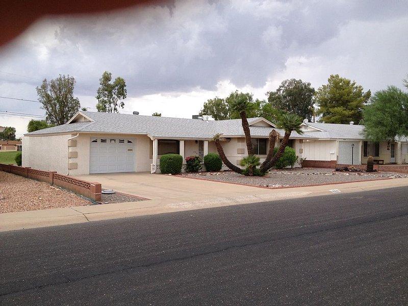 Beautiful home located on North Golf Course, location de vacances à El Mirage