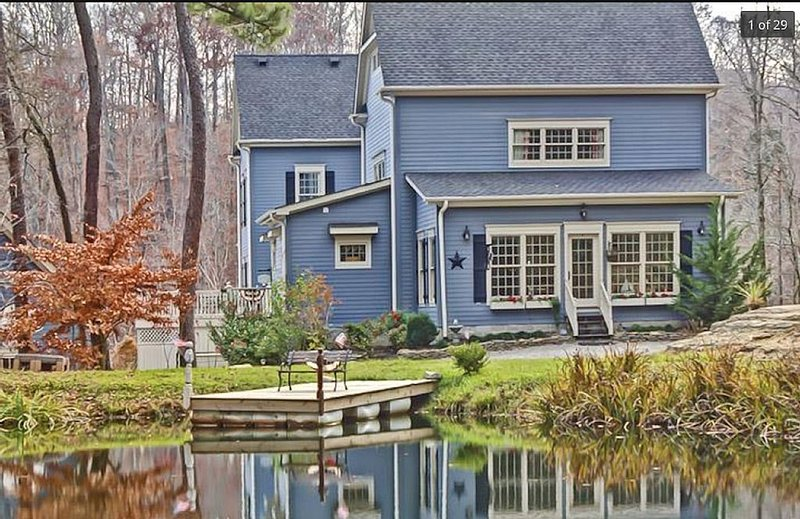 The Big Blue House - 6000sf of Luxury in Leiper's Fork, vacation rental in Franklin