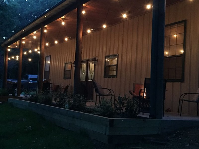 Peace and Serenity Barndominium Style!, holiday rental in Pottsboro