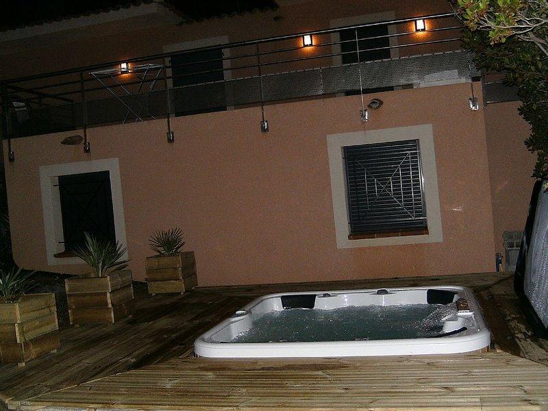 VILLA  AVEC JACUZZI ET SON  STUDIO. POUR 10 PERSONNES PROCHE MER., holiday rental in Coti-Chiavari