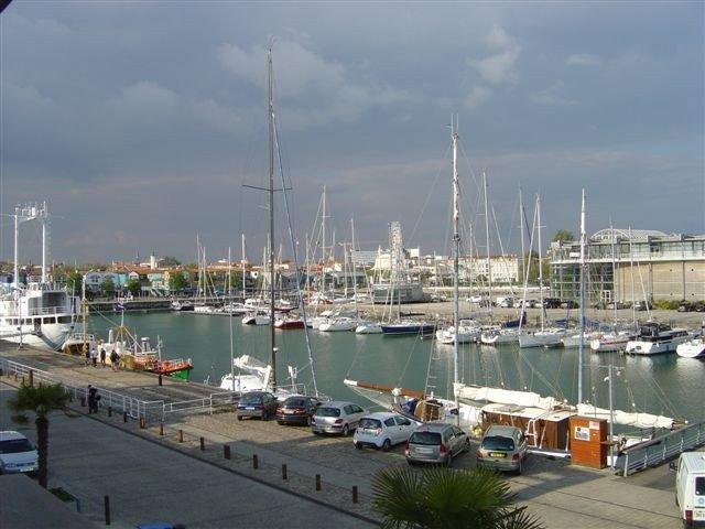 Appartement 41 m2, avec GARAGE, vue sur le port, quartier aquarium, proche gare., vacation rental in Charente-Maritime