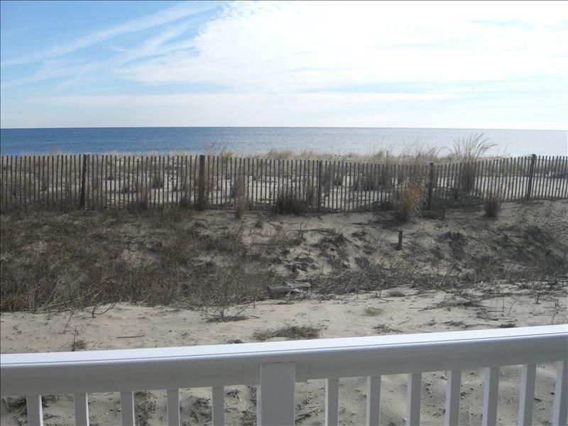 NEWLY RENOVATED ** Dewey Beach Oceanfront, aluguéis de temporada em Dewey Beach