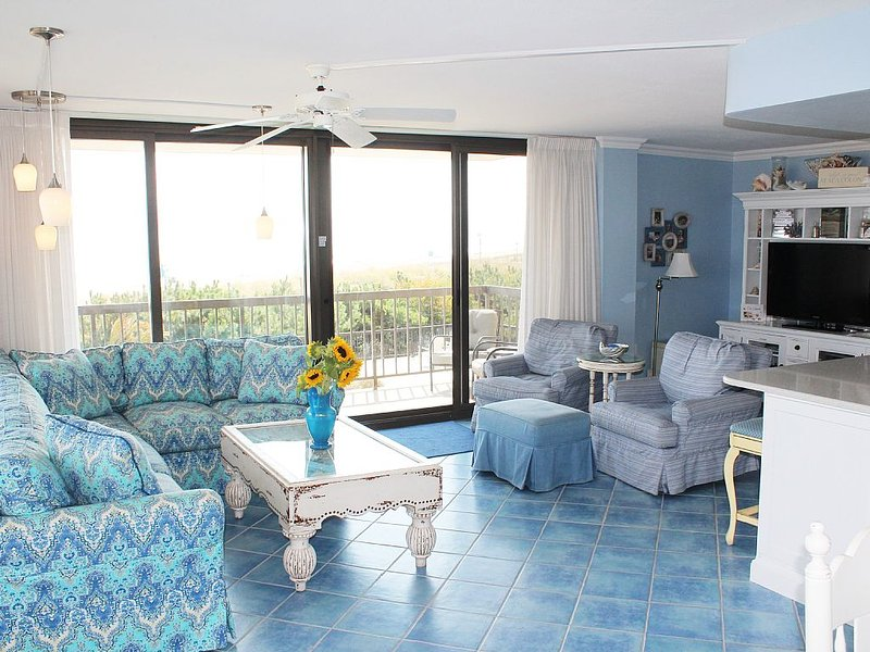 Fabulous Oceanfront 3 Bd / 2.5 Bath / Wrap-around Balcony/Wide Oceanfront, vacation rental in Bethany Beach