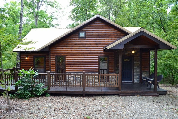Branded Memories-Honeymoon Cabin, King Bed, Hot tub, Pond, Wifi & Fireplace, holiday rental in Broken Bow