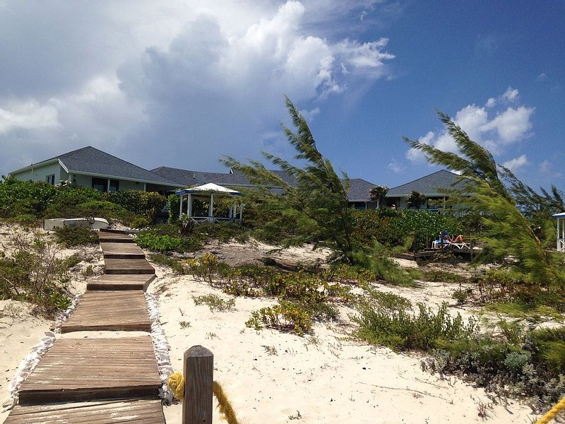 Caribbaway; Long Bay Kiting Beach House, Beautiful 5-Bedroom Beachfront Villa, holiday rental in Long Bay Beach