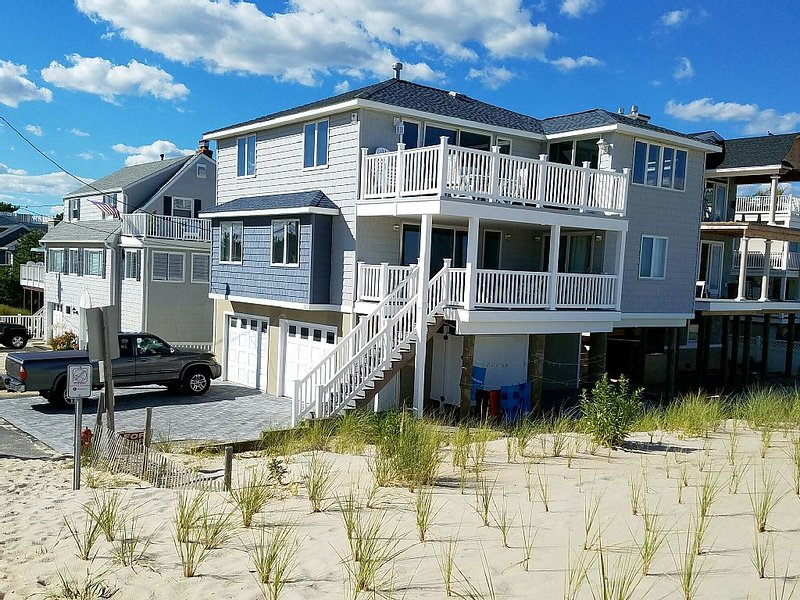 Ocean Front 5 bdrm Gem with Best Views and Loads of Off-street Parking, holiday rental in Long Beach Township