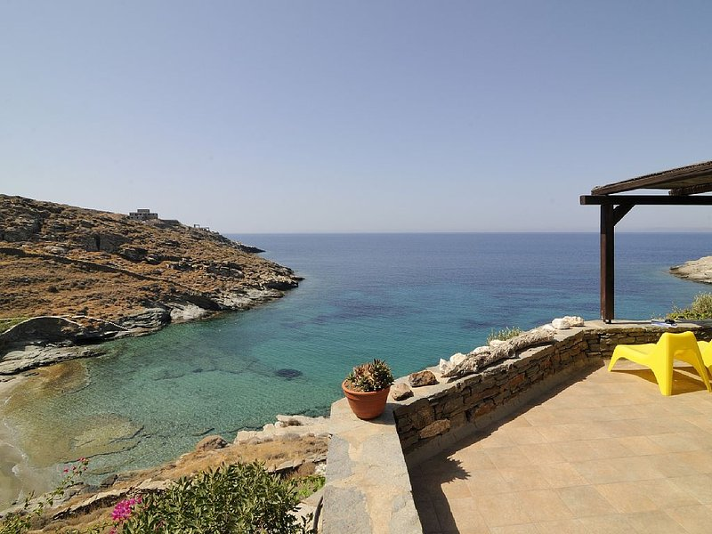 Kea Cyclades, beachfront, tranquil, secluded, luxurious apt on private beach, holiday rental in Kampi