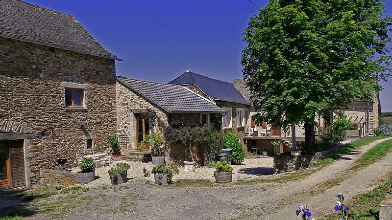 Beautifully converted barns for a rural escape, holiday rental in La Bastide-l'Eveque