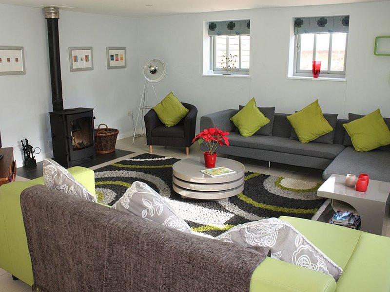 Fabulous, flexible & sleeps 12, near Suffolk Coast, casa vacanza a Knodishall