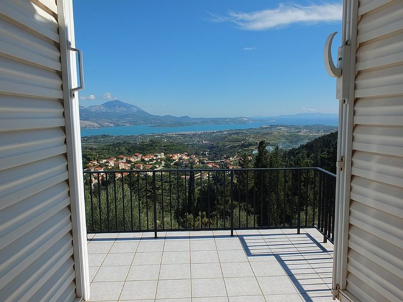 FATHER TEDS is a small villa that makes a big impression.  Stunning location., location de vacances à Atheras
