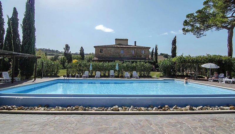 Ferienwohnung mit wunderschöner überdachte Terrasse vor dem Pool, vacation rental in Torrita di Siena