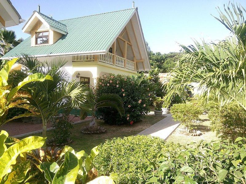VILLA PAYANKE (Chalets Anse Reunion) - 2 à 4 personnes - proche de la plage, location de vacances à La Digue Island