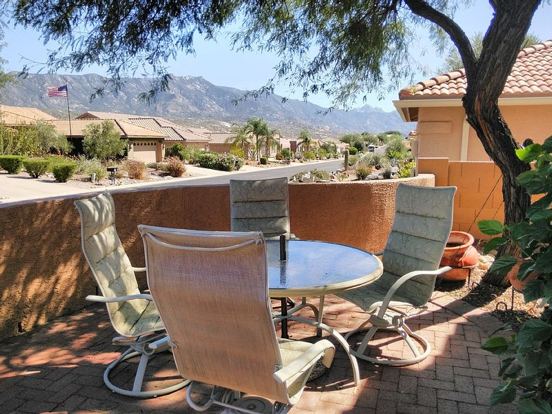 Mountain Views from Front and Back Patios, holiday rental in Mount Lemmon