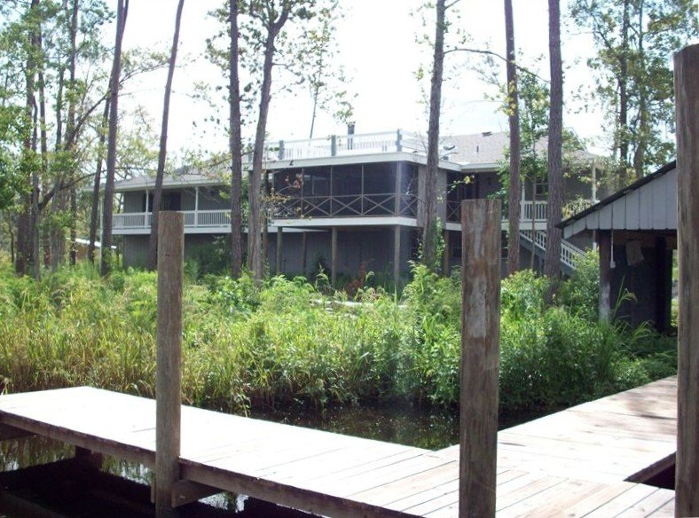 The Marsh House - New Orleans Getaway on Bayou Liberty, location de vacances à Lacombe