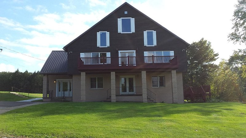 Private Country Inn located on the beautiful Chetremon Golf Course, holiday rental in Ebensburg