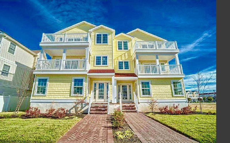 Brand New Custom Built North Wildwood Two-Story Condo - One Block From Beach!, holiday rental in North Wildwood