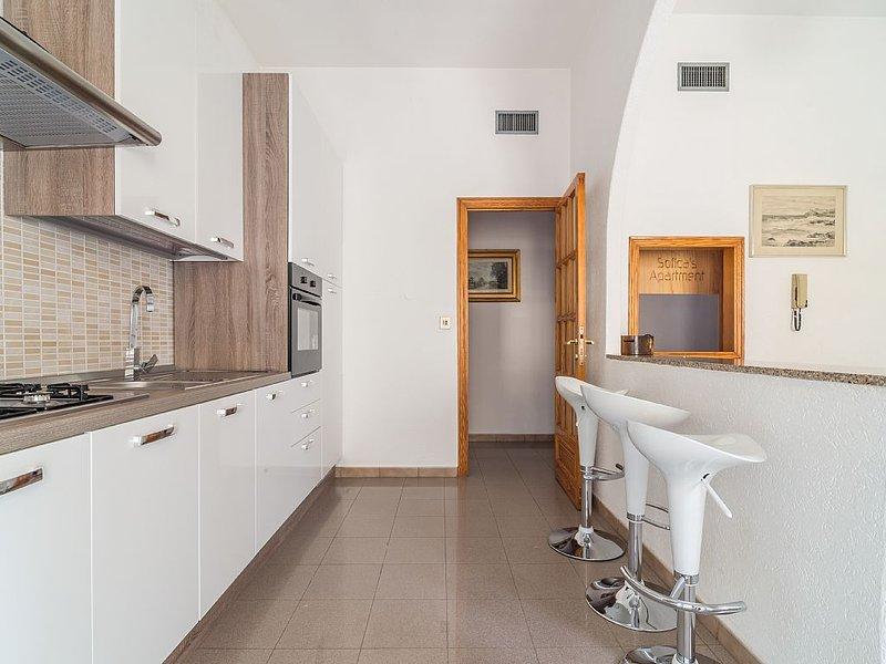 Appartamento appena ristrutturato in pieno centro, location de vacances à Pirri