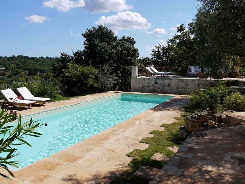 casa di charme composta da antichi trulli restaurati con piscina privata, location de vacances à Cisternino