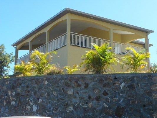 Trois Bassins: Maison avec jardin vue panoramique sur mer, très bien équipée., location de vacances à Trois Bassins