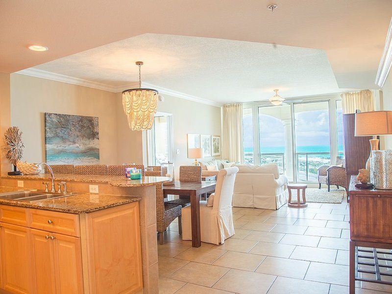 $95 February  Special...Hear OCEAN WAVES from Balcony !! Gulf View, holiday rental in Pensacola Beach
