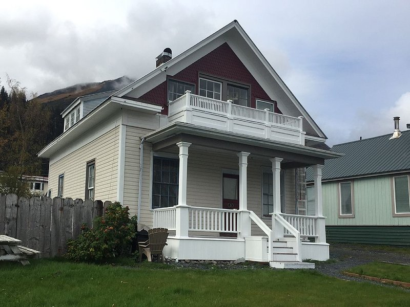 The 1905 Telegraph House: Historic Charm, views, location Downtown, vacation rental in Seward