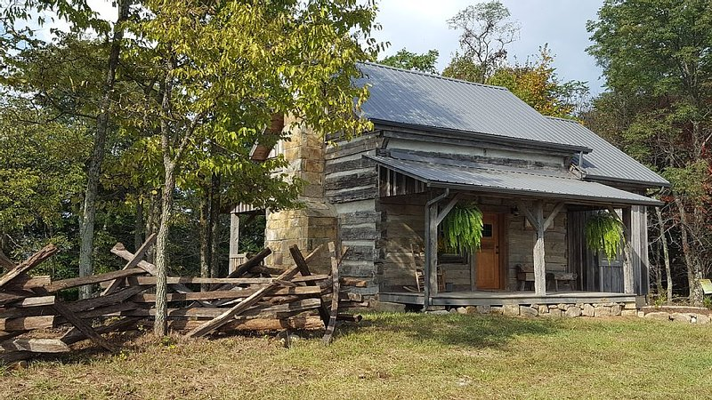 Rustic 1800's cabin rental in the heart of rural Adams County, Ohio, alquiler de vacaciones en Winchester