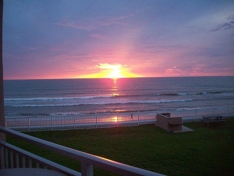OCEAN FRONT CONDO - Melbourne/Satellite Beach 2 bdr/ 2 bath, pool, winter dates, holiday rental in Palm Shores
