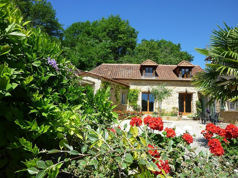 Beautiful Cottage With Panoramic Countryside Views, 5 mins drive to Hautefort, casa vacanza a Granges d'Ans