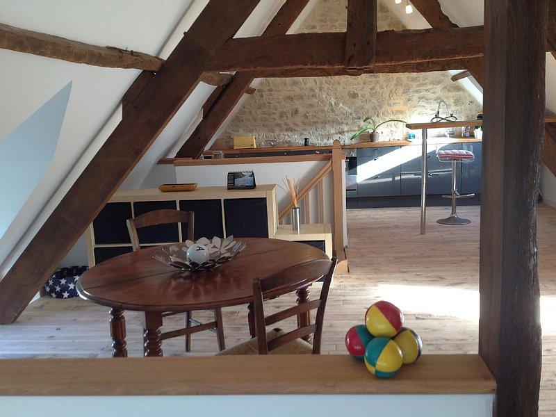Studio magnifiquement équipé au sein d'une propriété ancienne, vacation rental in Vierville-sur-Mer