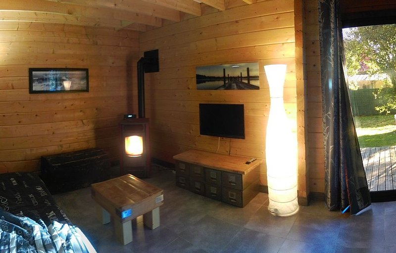 Aux Gites d'Orient - Chalet Lac, holiday rental in Aube