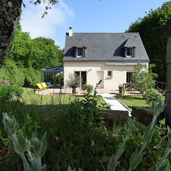 Maison cosy à 20mn du golf Morbihan et de l'océan, holiday rental in Landevant