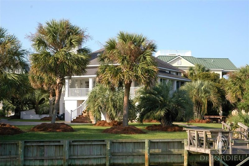 Picturesque Canal front Home Perfect for Rest and Relaxation, vacation rental in Georgetown