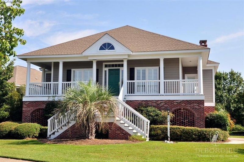 Lovely Marsh Lake Villa with Pool and lake views, just a short drive to the Beac, vacation rental in Georgetown