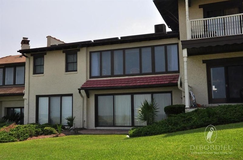 OceanfrontVilla withBeautiful Views, sunroom, wifi andvideo library, vacation rental in Georgetown