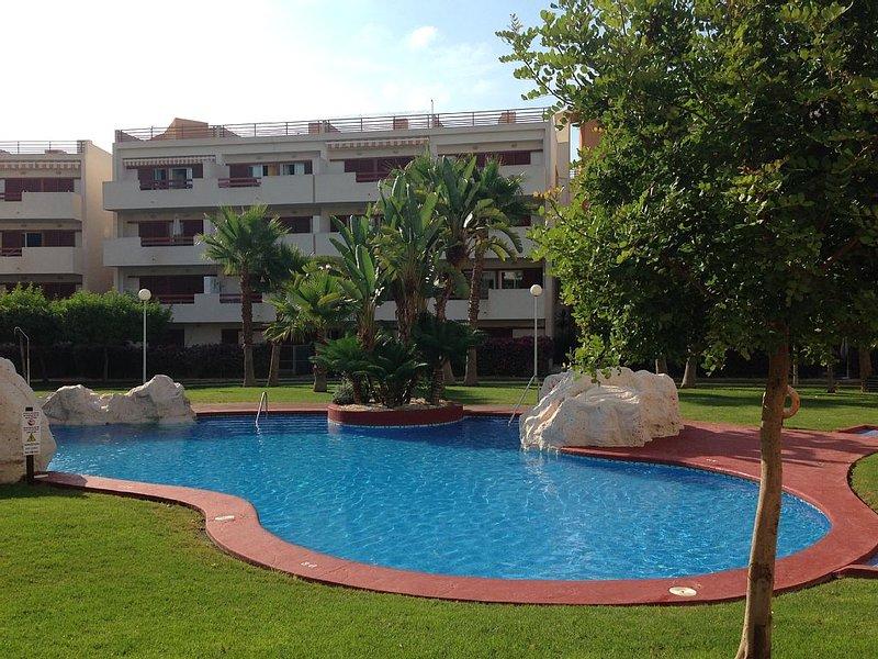 Superb self catering 2 bed apartment, alquiler vacacional en Playa Flamenca