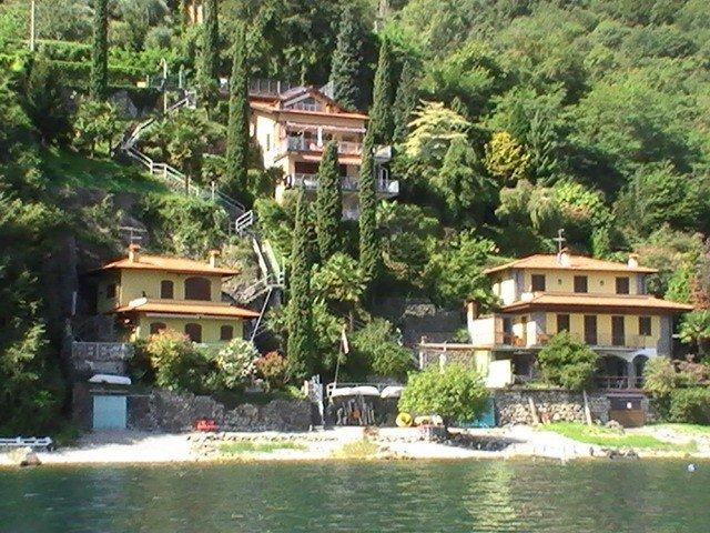 2018 renoviertes Haus am See, Grundstück mit direkten Strandzugang in Limonta,, location de vacances à Province of Lecco