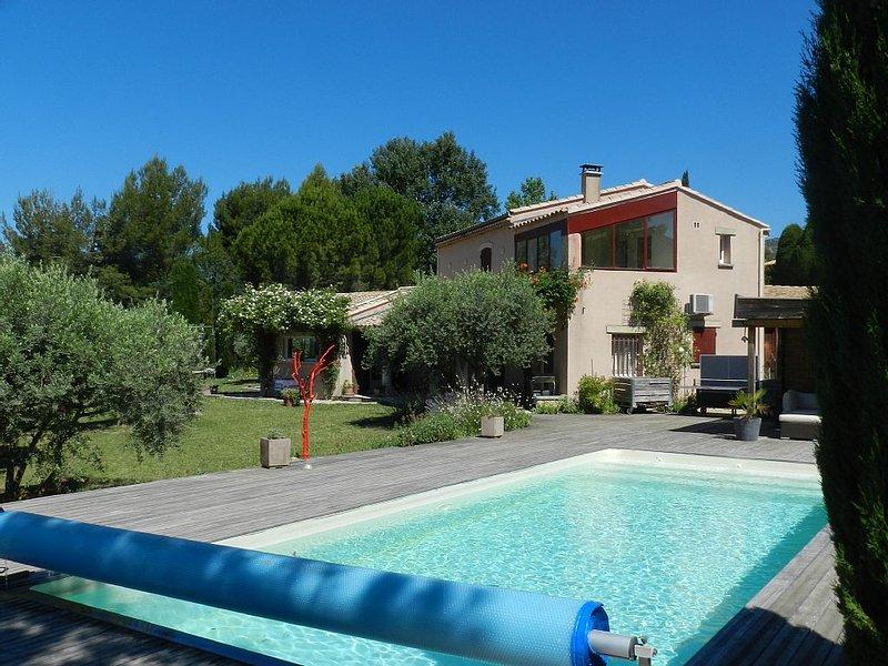 Bédoin, village et tranquillité villa 3 chambres, jardin, piscine privée, location de vacances à Bedoin