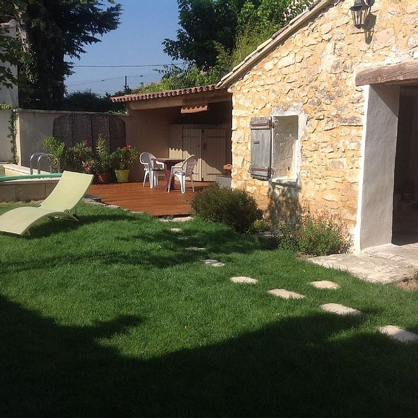 Charmante maison avec piscine dans village de caractère.Calme, détente,tradition, holiday rental in Saint-Didier