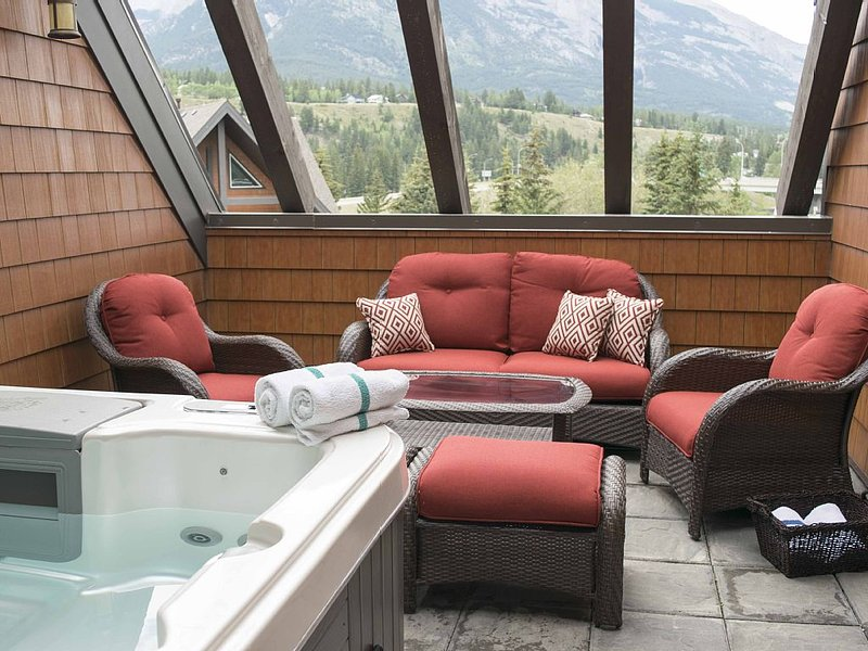 Gorgeous Luxury Penthouse With Private Hot Tub - 3, aluguéis de temporada em Canmore
