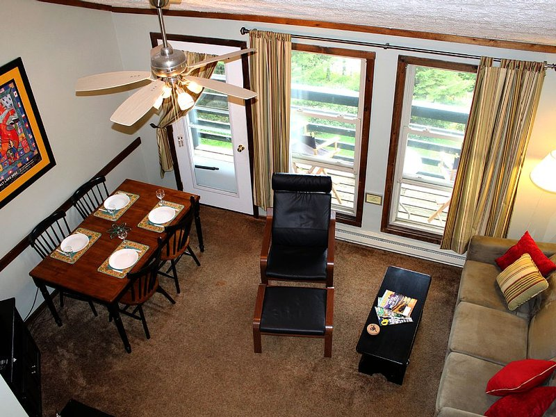Updated Mountian Crest Loft Condo, Steps to the Slopes, Two Full Baths, Sleeps 6, location de vacances à Snowshoe