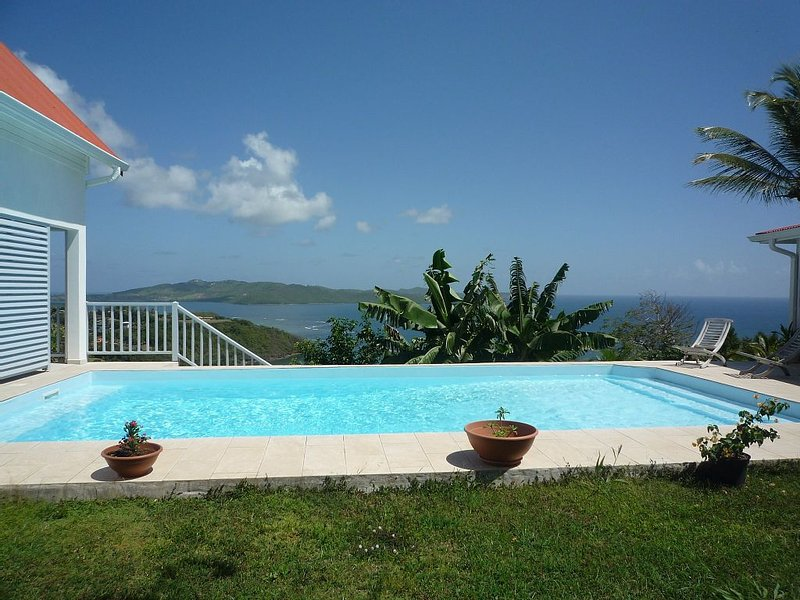 Location petite maison meublée au Robert Martinique avec piscine, holiday rental in Arrondissement of La Trinite