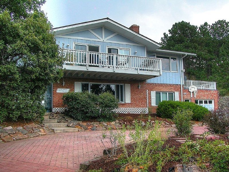 PICTURESQUE BLUFF SIDE APARTMENT IN HOME, holiday rental in Cimarron Hills