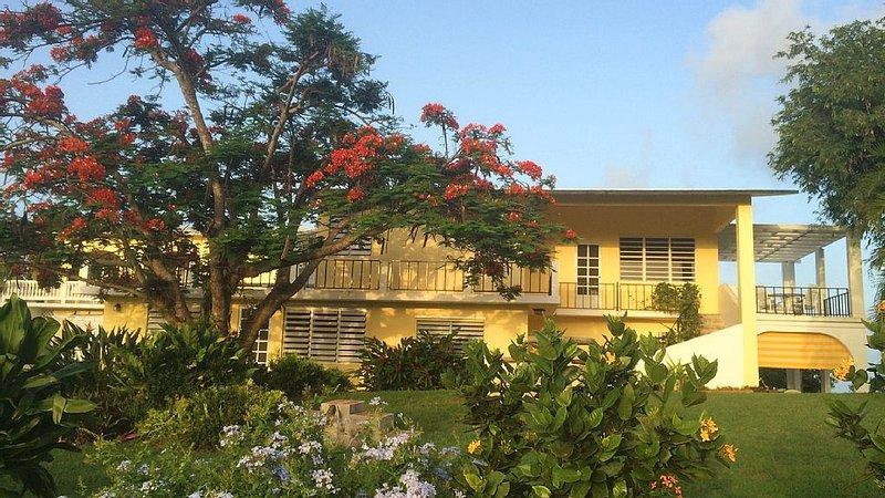 Abreeze 2BR: Stunning Hilltop Villa in Destino, holiday rental in Puerto Diablo
