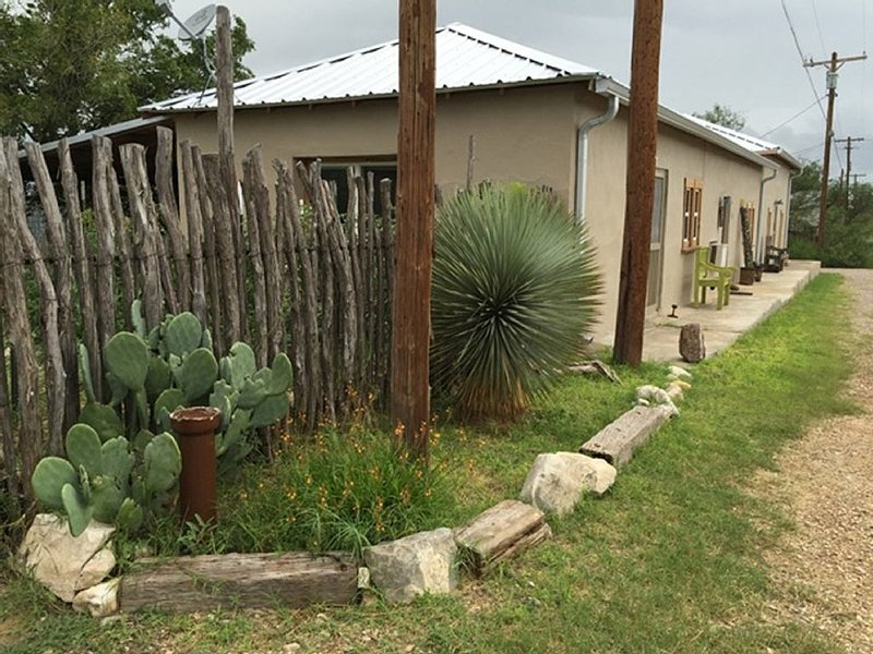 Thank Your Lucky Stars You're in West Texas, holiday rental in Marathon